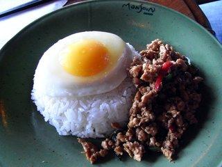 モンスーンカフェ お台場 - 鶏肉のガパオ炒めご飯