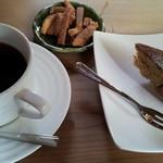 ちゃちゃ カフェ - コーヒー(200円)には手作りラスクがついてます。