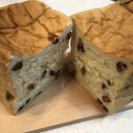 高級食パン専門店 記憶に刻め - 料理写真:レーズンたっぷりの食パン『大地の果実』