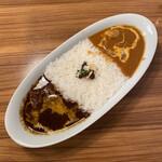 カリーアップ - バターチキンカレー × 牛スジカレー