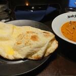 ichimarurokusausuindhian - バターチキンカレーとココナッツナン