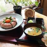 森のレストラン すっぴん - ローストビーフ丼