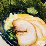 ゴル麺。 - 【肉増 豚骨醤油ラーメン】(並) 990円 ■チャーシュー 3枚 ■海苔 7枚(HPだと3枚)
