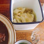 小さかった女 - キャベツピクルスとスープ付き