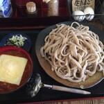 133623846 - 挽き肉とトマトの激辛チーズカレー、うどん。