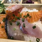 魚河岸割烹 鮮 - 料理写真:サーモン2枚