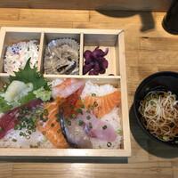 魚河岸割烹 鮮-特上海鮮丼(1,050円)