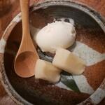 ハタハタ屋敷 - 秋田名産バター餅と男鹿の塩アイス