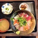 133632339 - 海鮮丼定食 ご飯大盛り