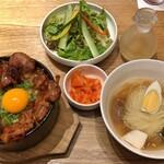 ぴょんぴょん舎 Te-su - はみだし豚丼ミニ冷麺セット