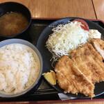 Kushikatsudengana - ジャンボチキンカツ定食(630円)