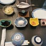 国賀荘 - 朝ごはん。野菜を刻んだサラダが、乾燥気味だったのが残念。