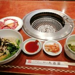 上野太昌園 - Cランチ 1200円 ビビンバ、カルビ、キムチ、スープ、サラダ、シャーベット