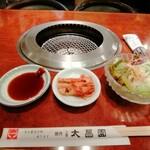 上野太昌園 - Cセットのサラダとキムチ