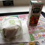 13365374 - チキンクリスプマフィン100円にコンビは野菜生活で100円、計200円