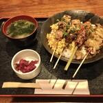 yakidoridaininguissui - お味噌汁とお新香つき
