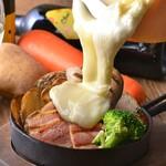 CRAFT CHEESE MARKET - 厚切りベーコンとソーセージのラクレットチーズ
