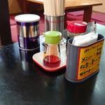 ラーメン大学石松 - 料理写真:テーブルの卓上