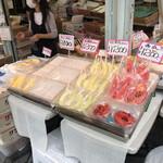 百果園 - スティックフルーツ売り場