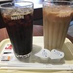 ドトールコーヒーショップ - ドリンク写真:アイスコーヒー M、アイスカフェラテ M