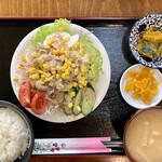 イースト・ロード - 料理写真:豚しゃぶサラダ