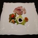 133674634 - 前菜(カンパチのカルパッチョとキャビアなど)