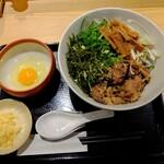 肉そば ごん - 和牛肉そば A 生卵付き (メンマ・味ネギ)