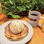 BARISTA CAFEE - 料理写真:パンケーキ ドリンクセット 1140円