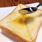 ハイ ハーバー - 料理写真:厚切りハニートースト…税込350円
