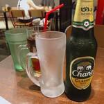 ティーヌン - ♦︎チャーンビール ¥733 グラスが冷えてて嬉しいです。