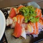 和食処 田舎家 - サーモンとタコのカルパッチョ