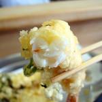 天ぷら いもや - 海老天 小さいけどプリっとしてる