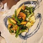 卯屋 - 青菜とアカヤマドリの上海炒め。