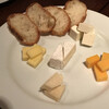 SHINO - 料理写真:つまみはチーズ盛合わせ