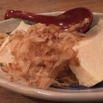 水炊き・焼鳥 とりいちず酒場 - 自家製豆腐の冷奴380円