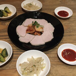くんむる食堂 サンギュ - ゆで豚とキムチ