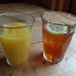 いんば学舎 オソロク倶楽部 - オレンジジュース(つぶつぶ入り)、アイスレモンティー。