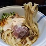 らーめん三極志 - 鰹の冷やしらーめんの麺リフト