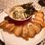 クラクラ - 料理写真:スモークサーモンとアボガドのサワークリームあえ バゲッド付き(850円)(サーモンの塩気がいい仕事をするおすすめの一品!)