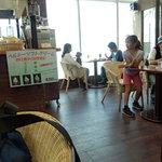 ラ カフェ - 店内 他のテーブルにもワンちゃん