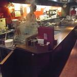 13375450 - 料理は店員さんがここで調理してくれて持って来てくれるシステムを採用