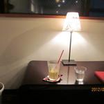 ブッカート カフェ - 夜は、ゆったり間接照明☆