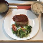 ニューヨークニューヨーク - 料理写真:デミグラスソースハンバーグ(910円)
