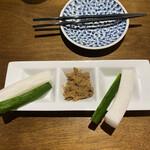 ハタガヤ牛タンテール - お通し(タン味噌と大根・きゅうり)