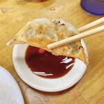 新福菜館  - 餃子リフト!
