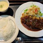 おきらく食堂 - 料理写真:特選牛のカツレツ  ライス・スープセット