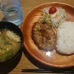 びっくりドンキー - 料理写真:レギュラーディッシュランチ 150g ¥738+税
