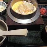 13378719 - ピリ辛「塩」親子釜飯780円