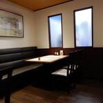 横濱屋本舗食堂 - 内観写真:お客さんが多いので、内観撮影は無理かと思っていたのですが、偶然に撮影出来た1枚です。
