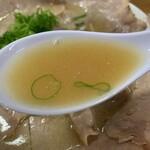 中華そば 紅蘭 - 牛骨スープ